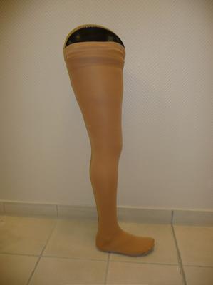 prothèse fémorale esthétique mousse et emboiture carbone