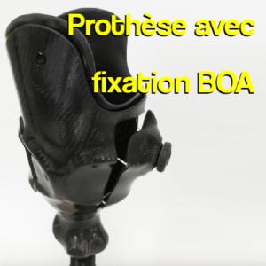 Prothèse tibiale avec système de fixation BOA