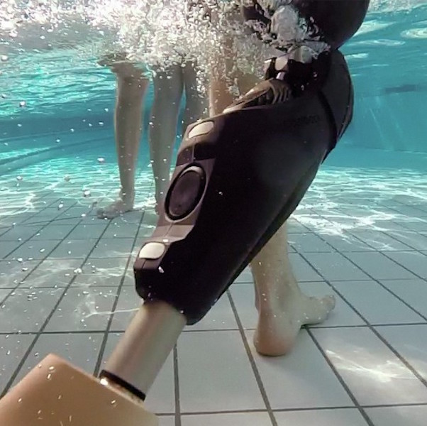 prothèse fémorale manche qui résiste à l'eau