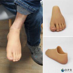 Livraison d'un pied en silicone haute définition pour amputation partielle et agénésies du pied. Disponible dans nos établissement en bretagne à Rennes et en Normandie a Saint-Lô et Avranches