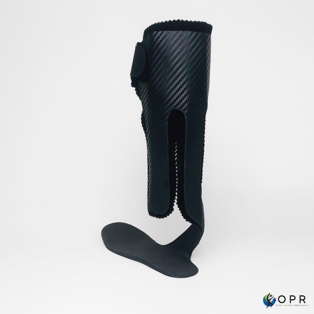 orthèse en carbone aussi appelé releveur en carbone pour assurer un bon déroulé du pas lors de la marche
