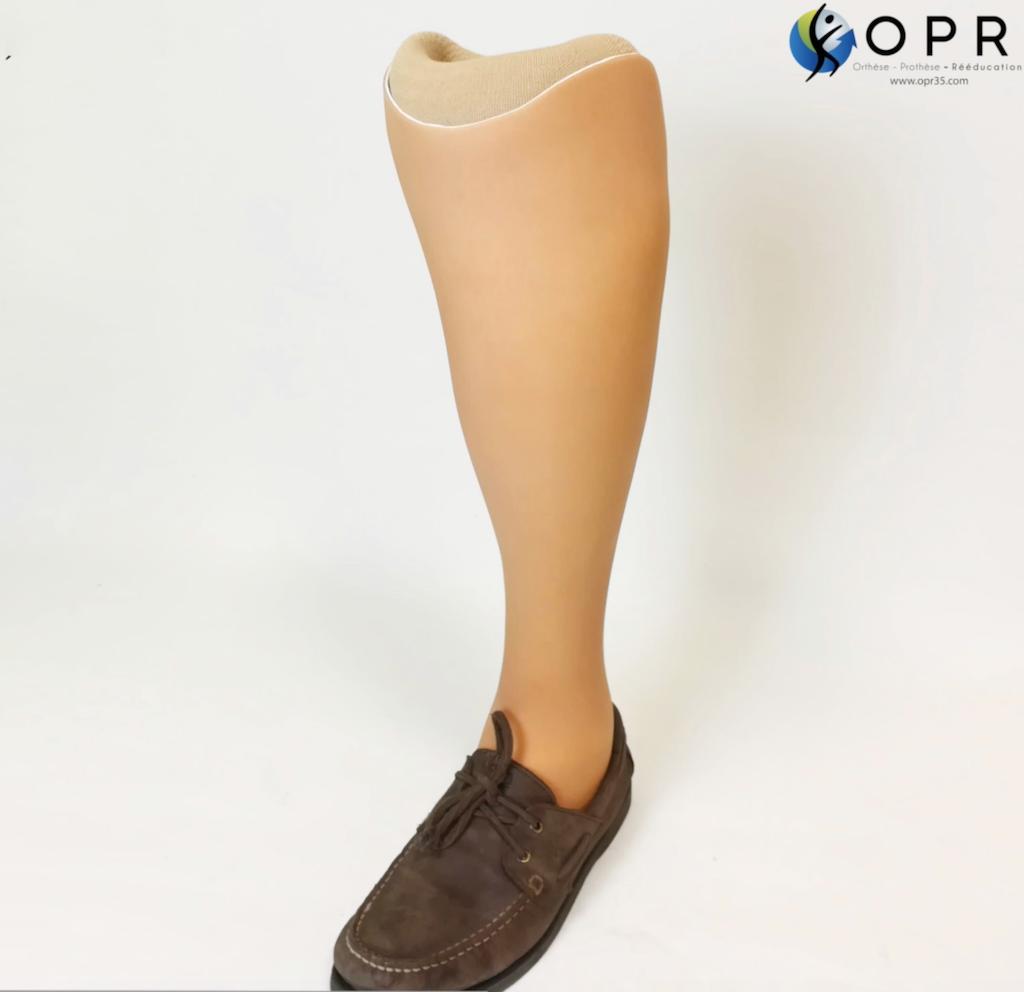 prothèse de tibia invisible avec revetement aqualeg en silicone réalisée par Orthèse prothèse rééducation, orthoprothésistes à Rennes