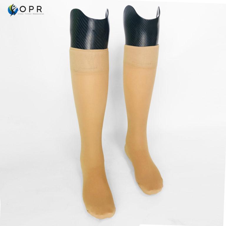 prothèse de jambe en carbone pour le tibia avec mousse esthétique discrete pour personnes amputés en côtes d'armor et près de saint lô en normandie