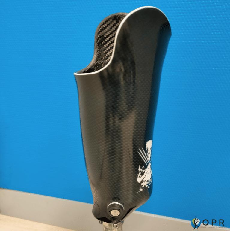 prothèse tibiale personnalisée wolverine Marvel en carbone avec un piec challenger ottobock
